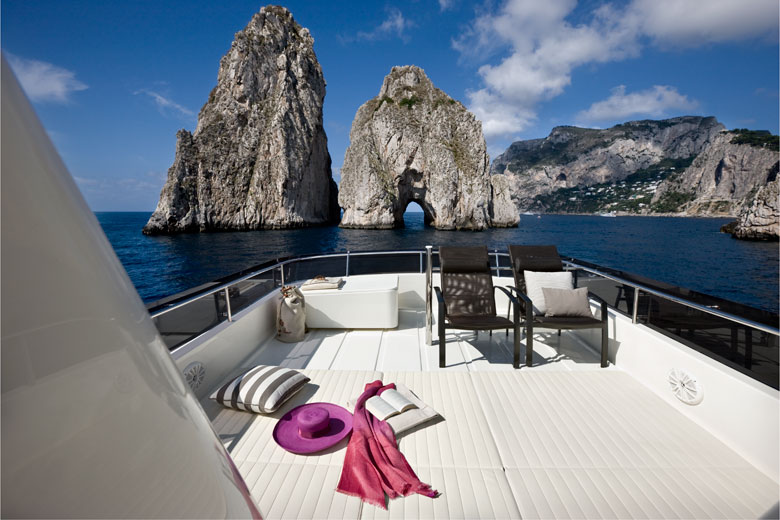 Yacht Navetta 33 Custom Line Ferretti a Capri
