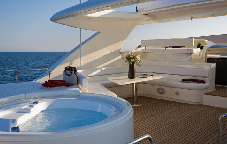 Yacht Ferretti 881 - fly bridge