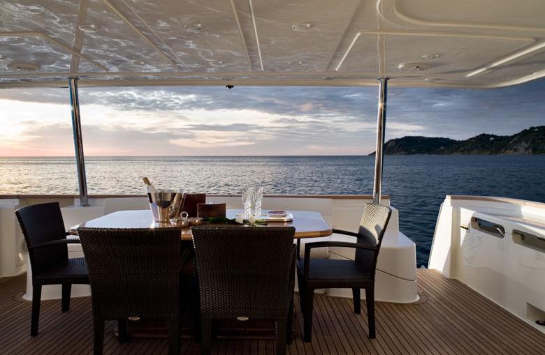 Yacht Navetta 26 Custom Line Ferretti