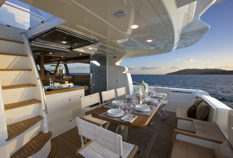 Yacht Ferretti 681 - pozzetto -