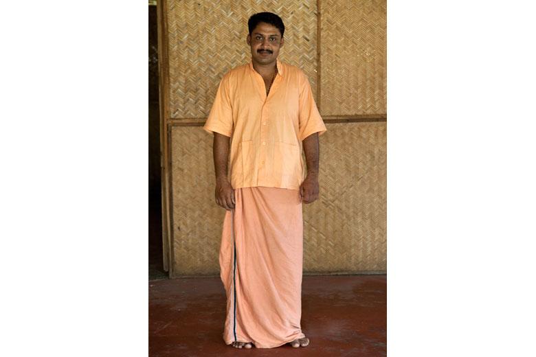 Syam, terapeuta ayurvedico in Kerala, India